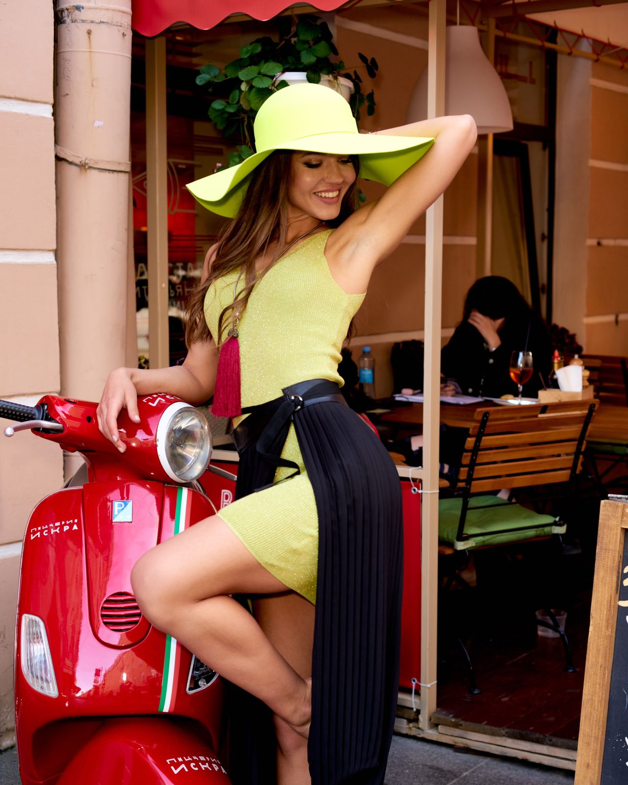 Плиссированная юбка-фартук на завязках
