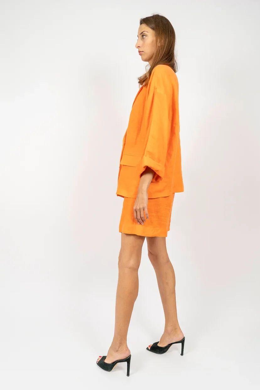 Льняной костюм-двойка с шортами ярко-оранжевый
