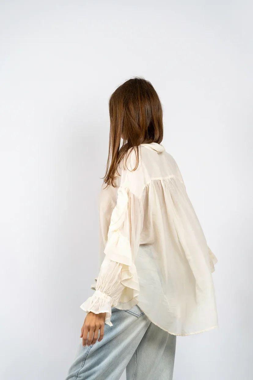 Блуза шелковистая с оборками на рукавах