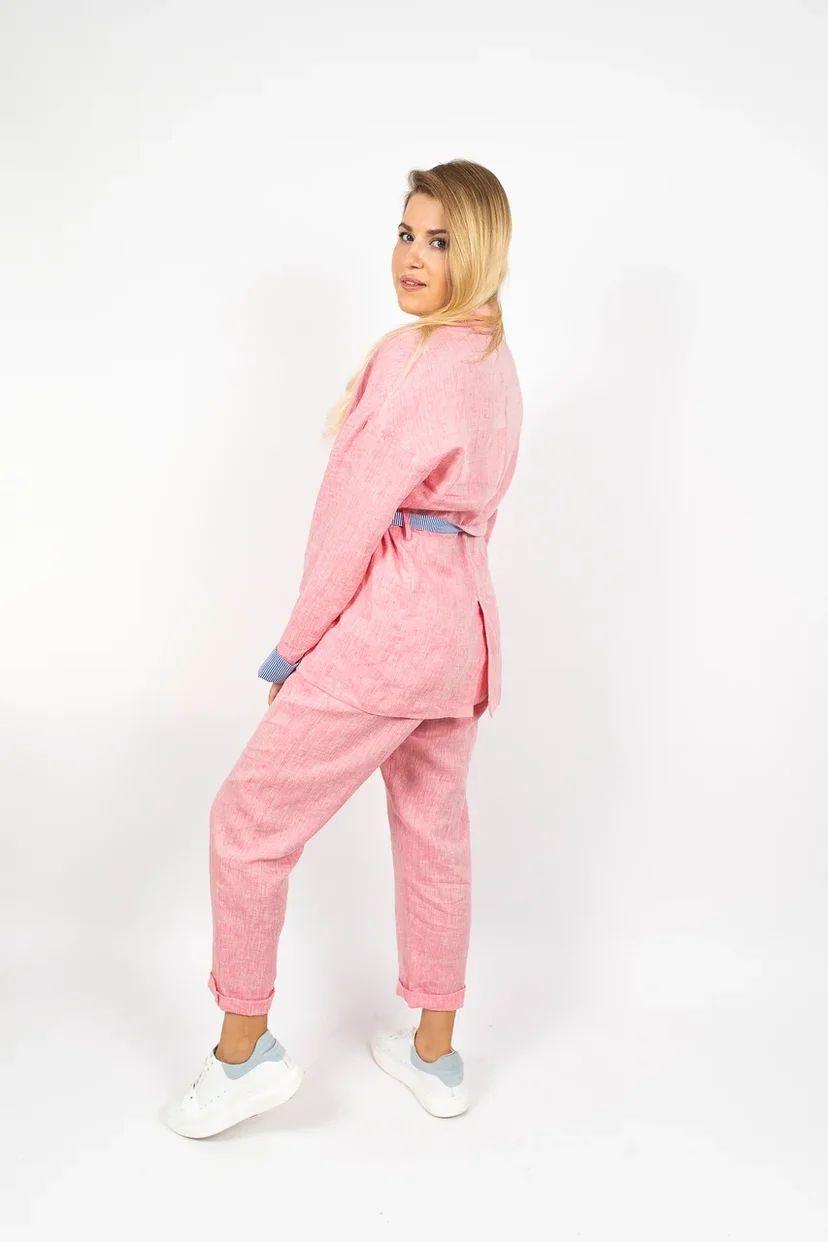 Льняные брюки свободного кроя на резинке розовые