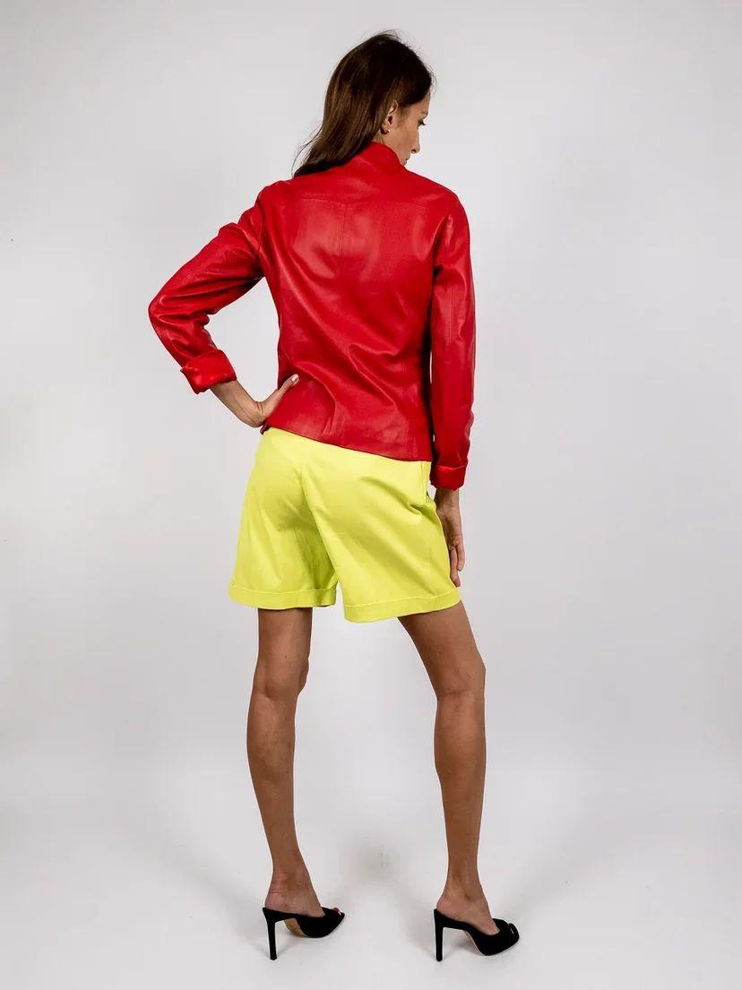 Кожаная куртка-косуха красного цвета