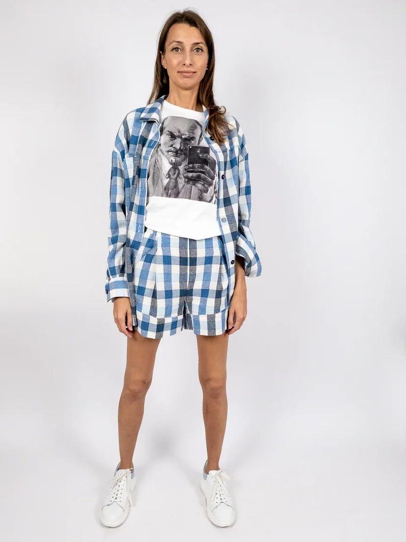 Костюм из рубашки оверсайз с шортами в клетку
