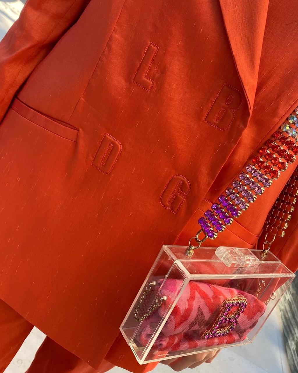 Жакет приталенный с объёмными плечами огненно-рыжий