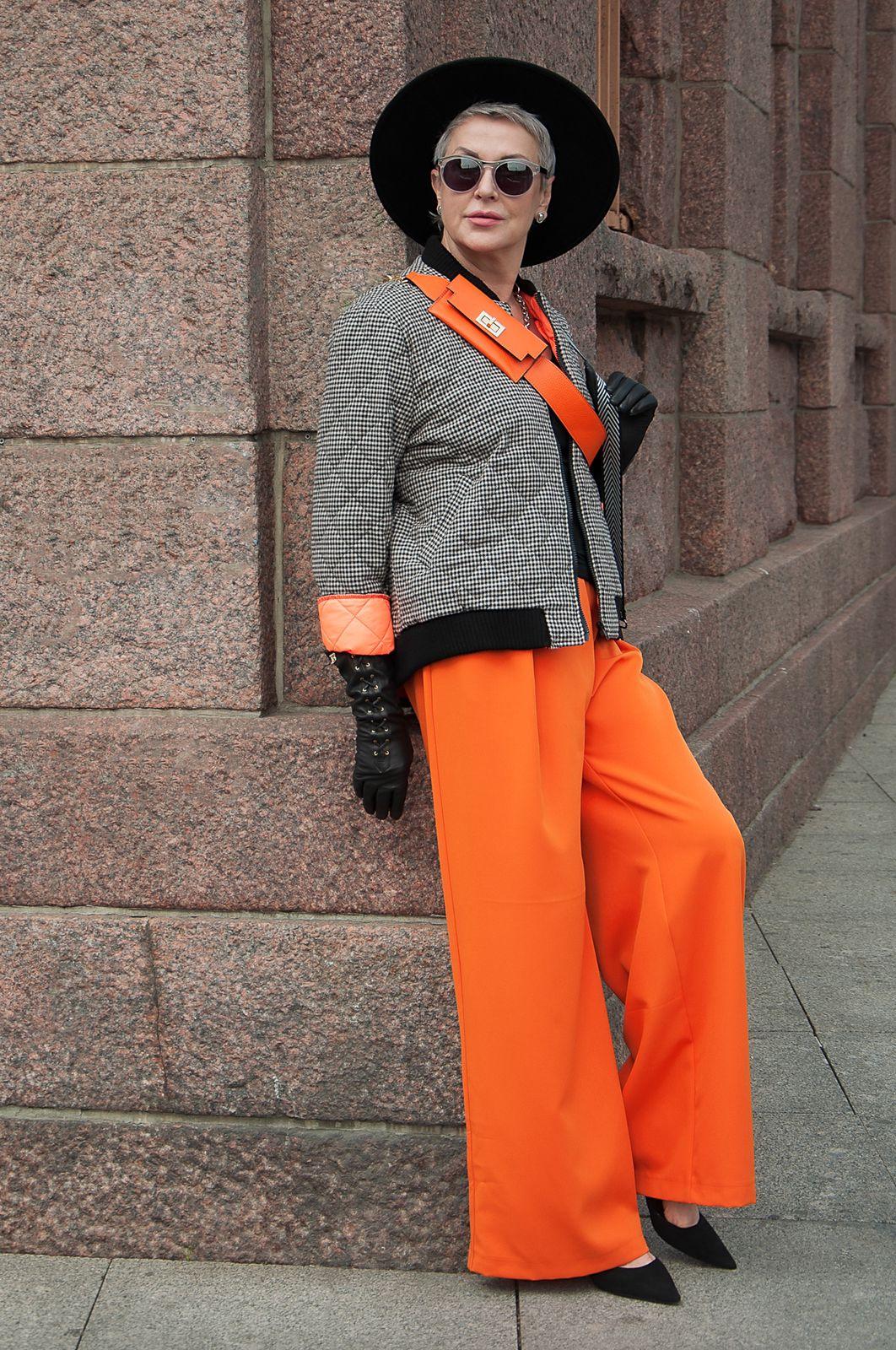 Куртка-бомбер в клетку стеганая с оранжевым подкладом