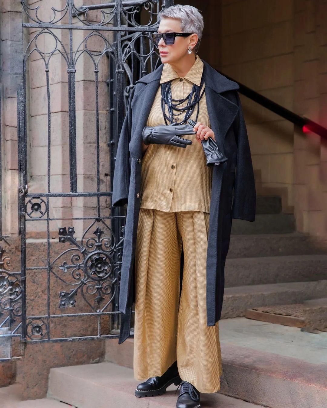 Шёлковый костюм в пижамном стиле