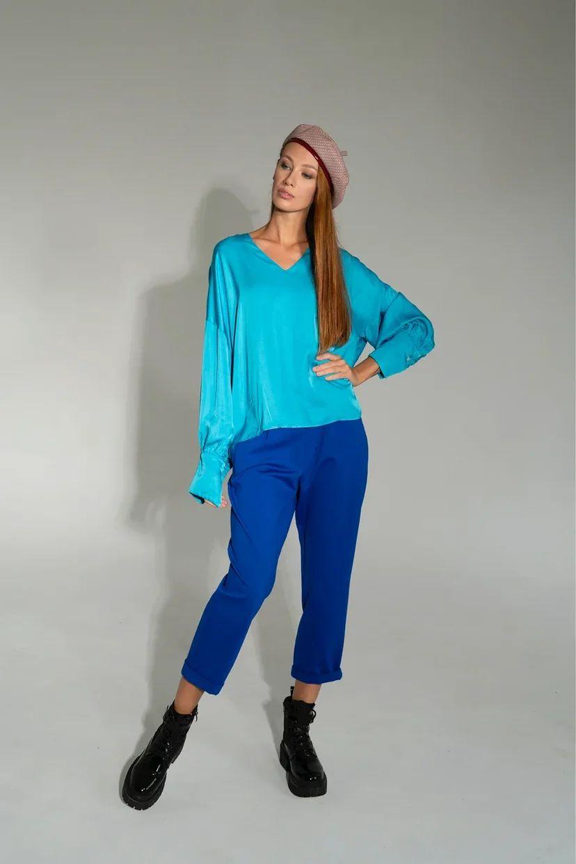 Брюки-слаксы женские укороченные синего цвета