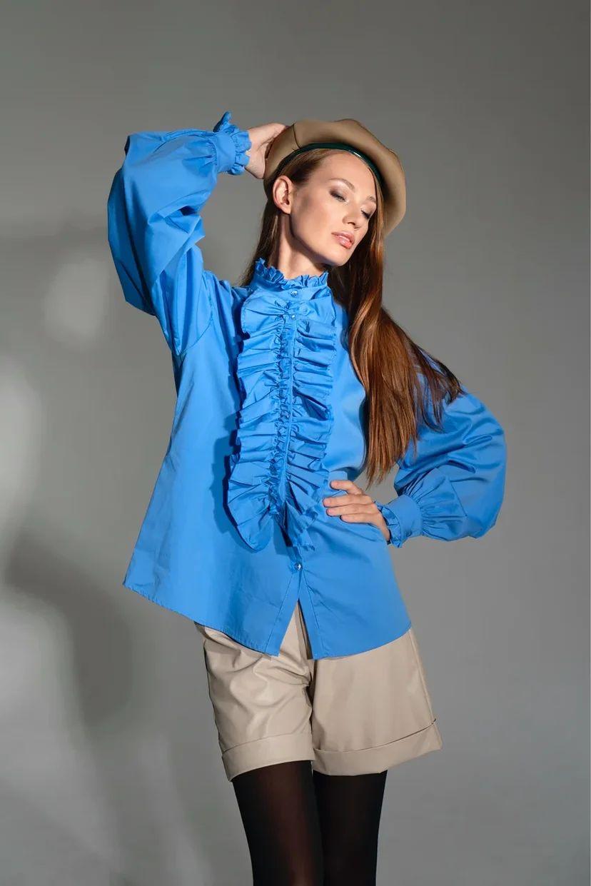 Рубашка с жабо голубого цвета