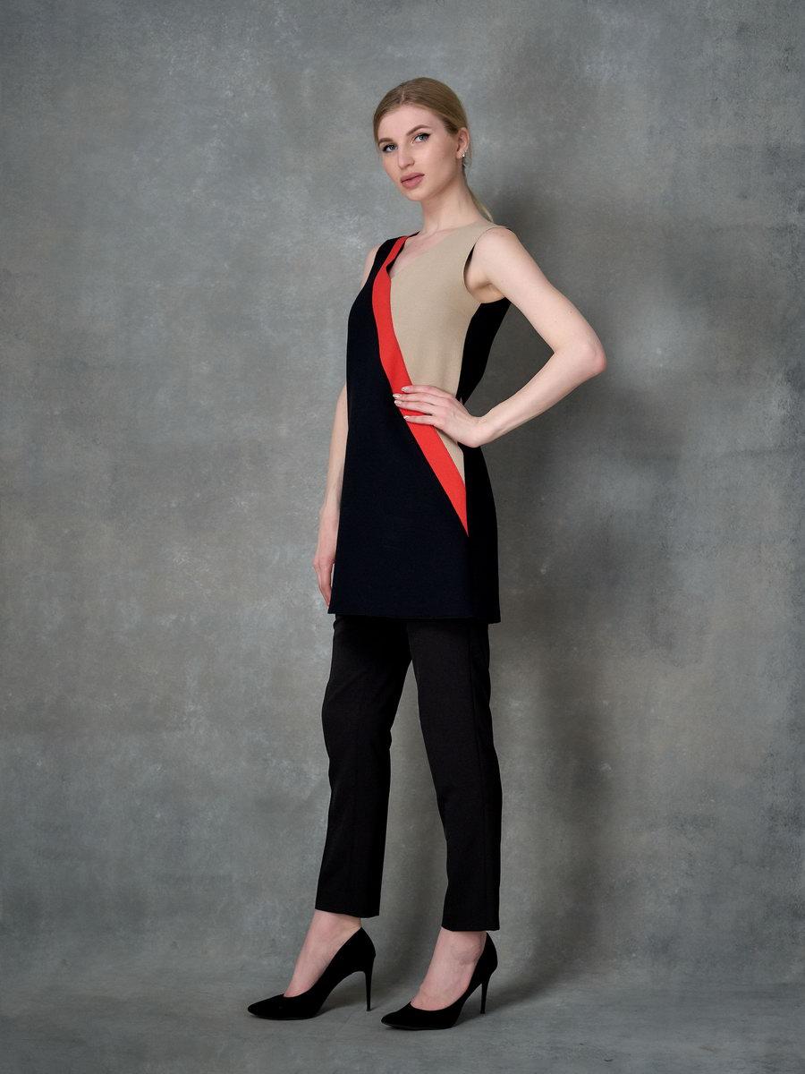 Платье-трапеция с диагональными полосами