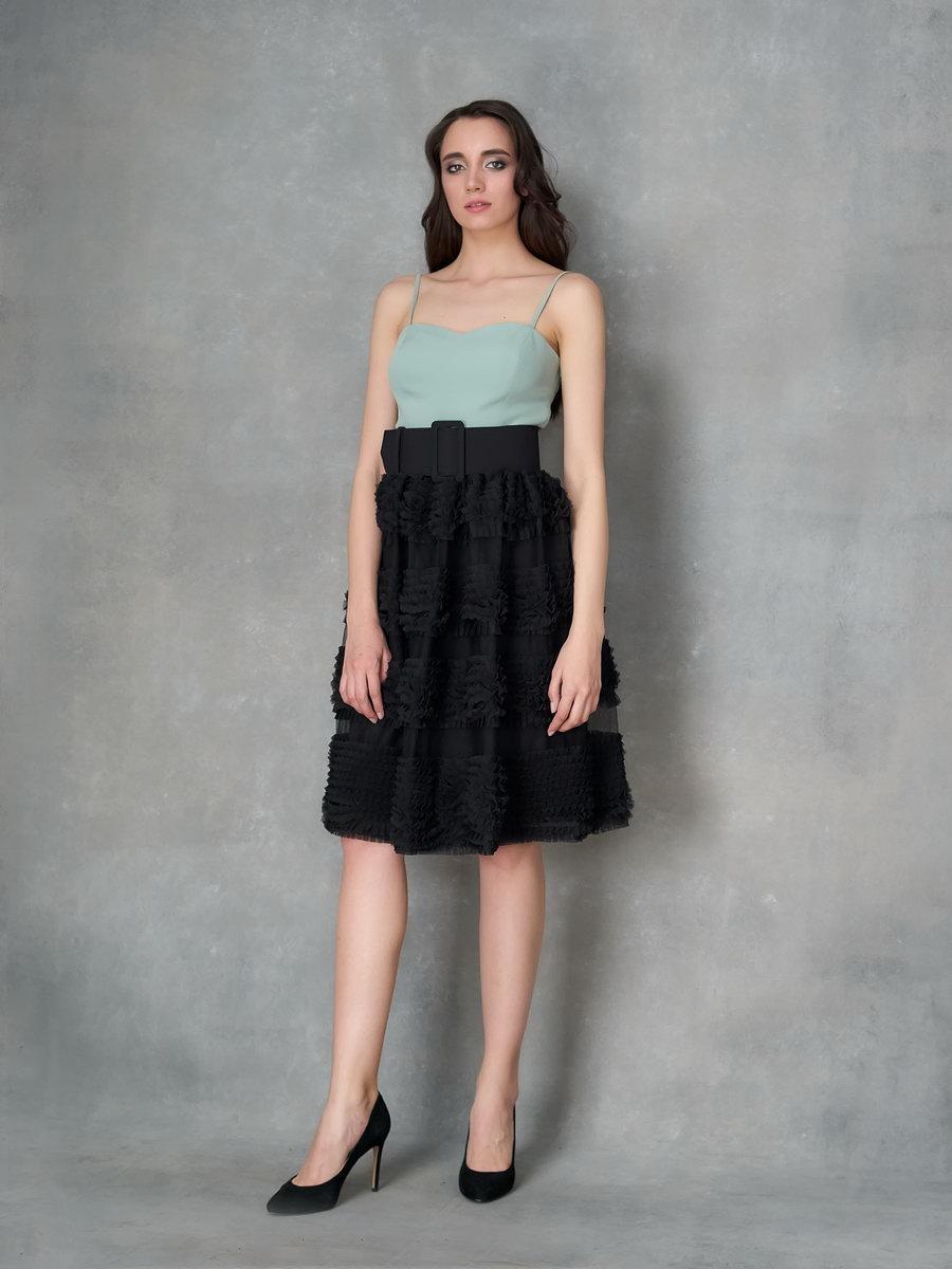 Платье мятное с черной пышной юбкой