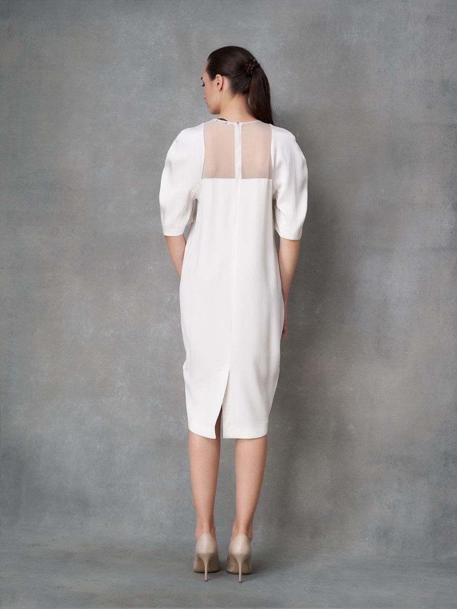 Платье белое с объемными рукавами