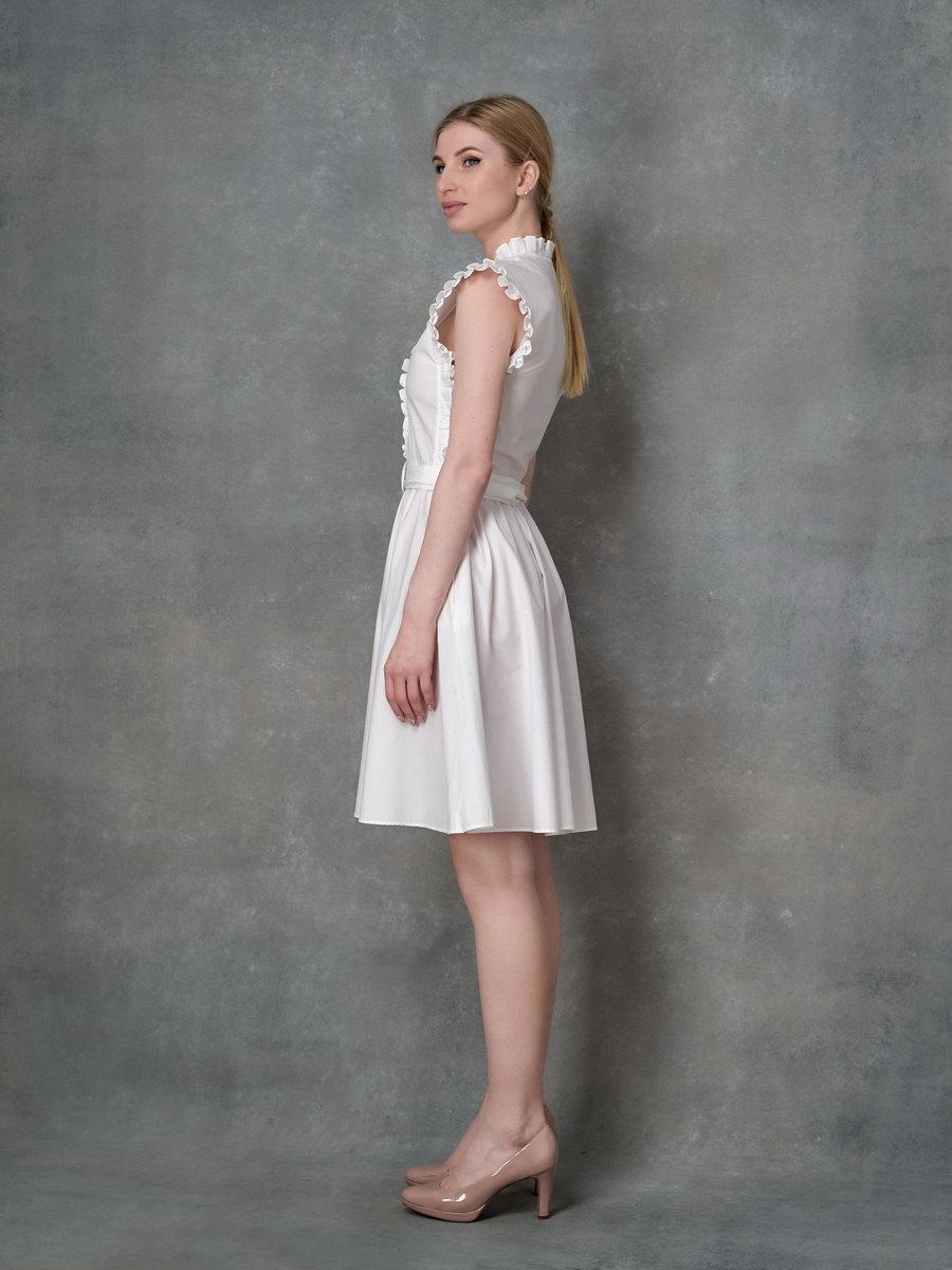 Платье без рукавов с рюшами