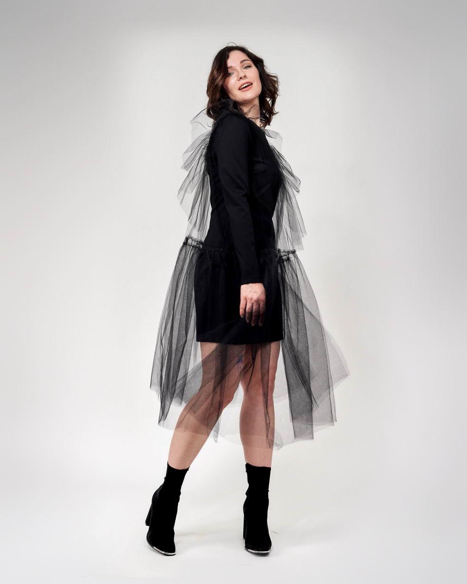 Платье футляр со вторым слоем из пышной сетки