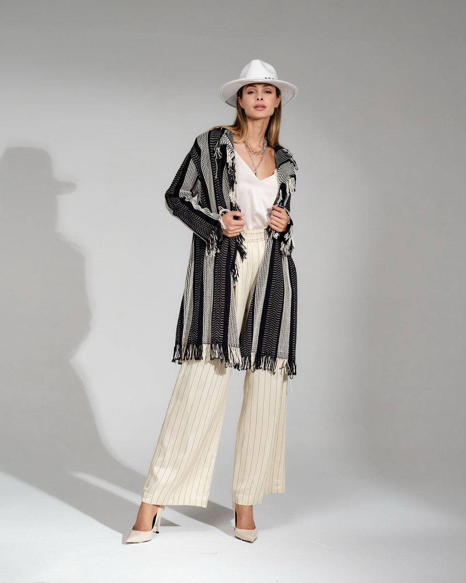 Кардиган-пальто удлинённый на запах в стиле бохо с бахромой