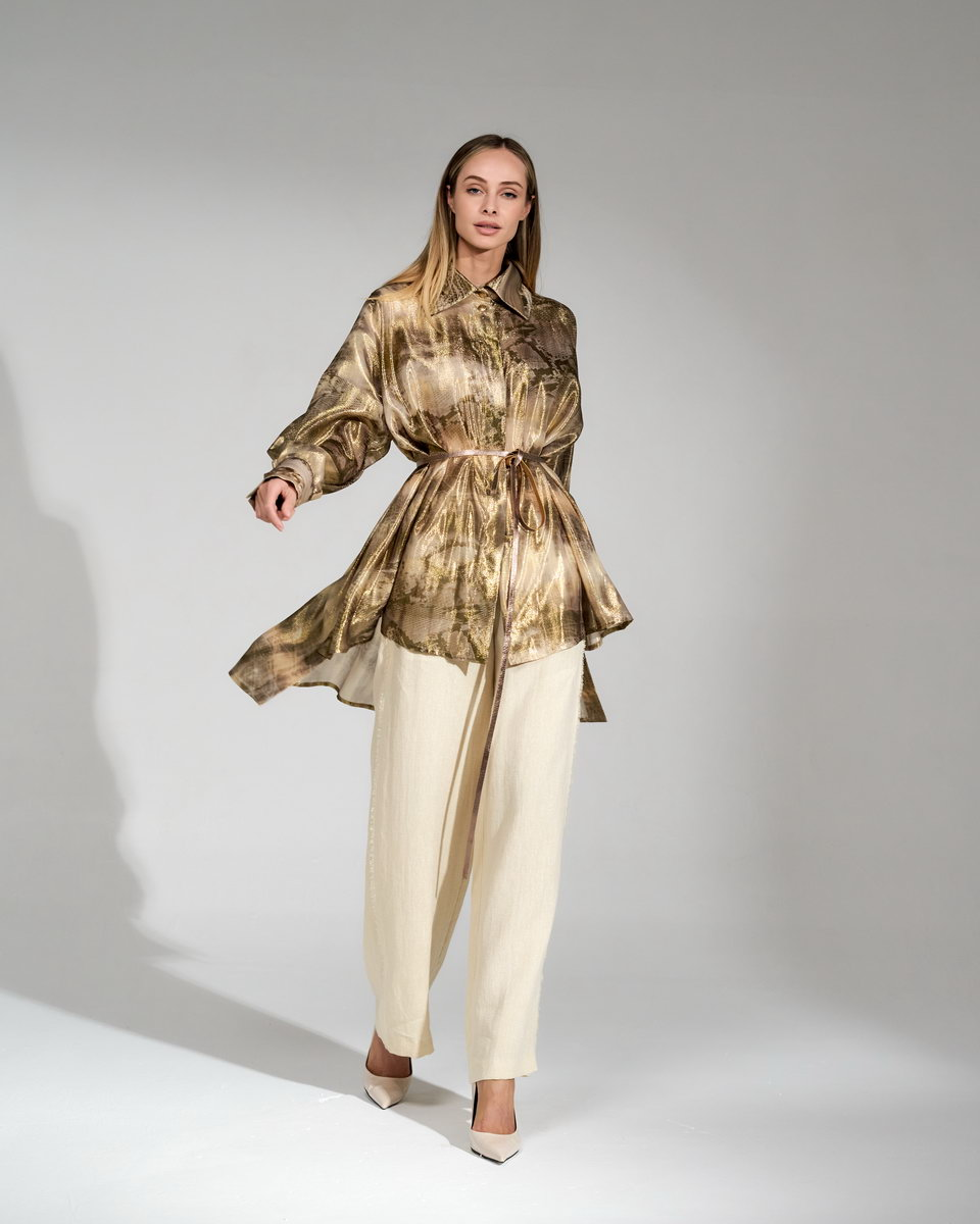 Золотистая рубашка шёлковая фасона оверсайз