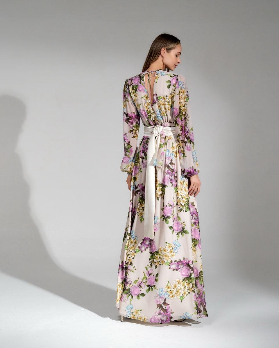 Длинное, шёлковое платье бежевого цвета с цветочным принтом и разрезами на подоле