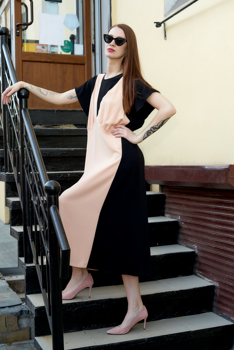 Платье  свободное с цветовыми вставками