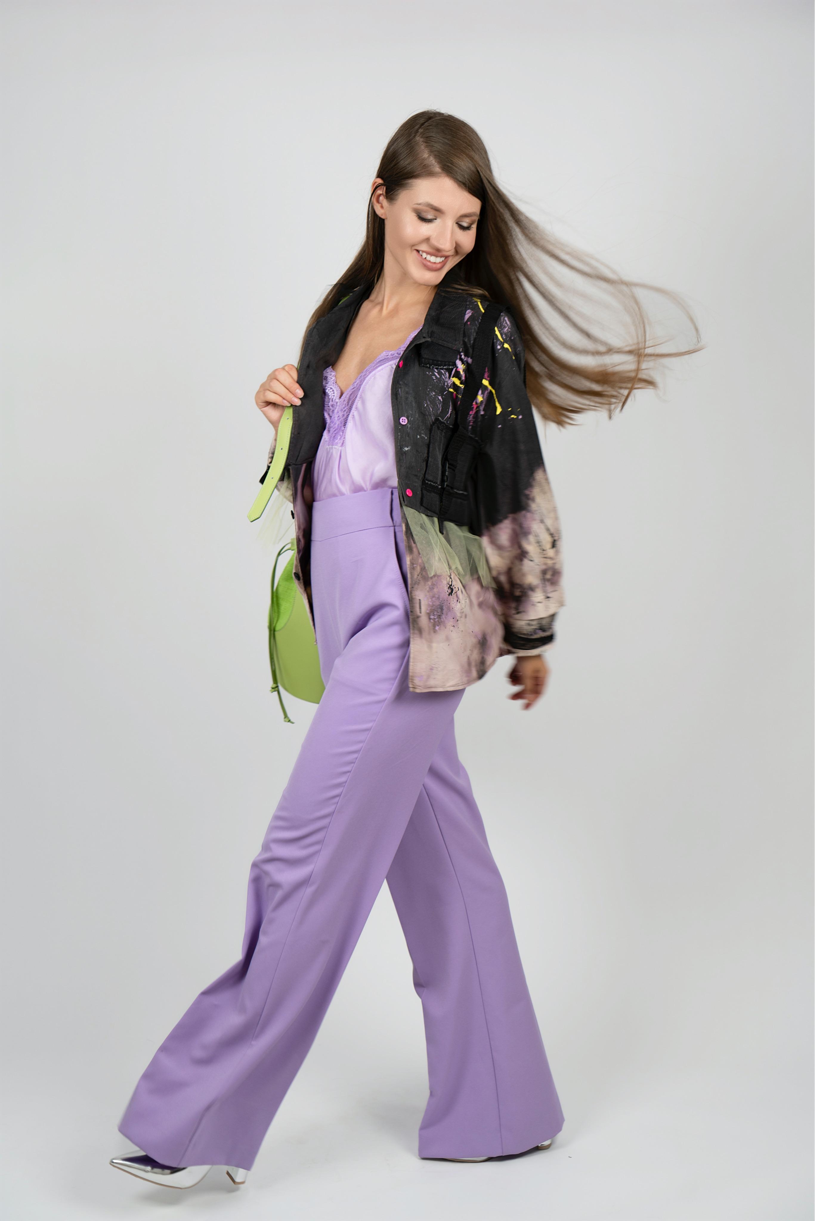 Брюки-палаццо лилового цвета