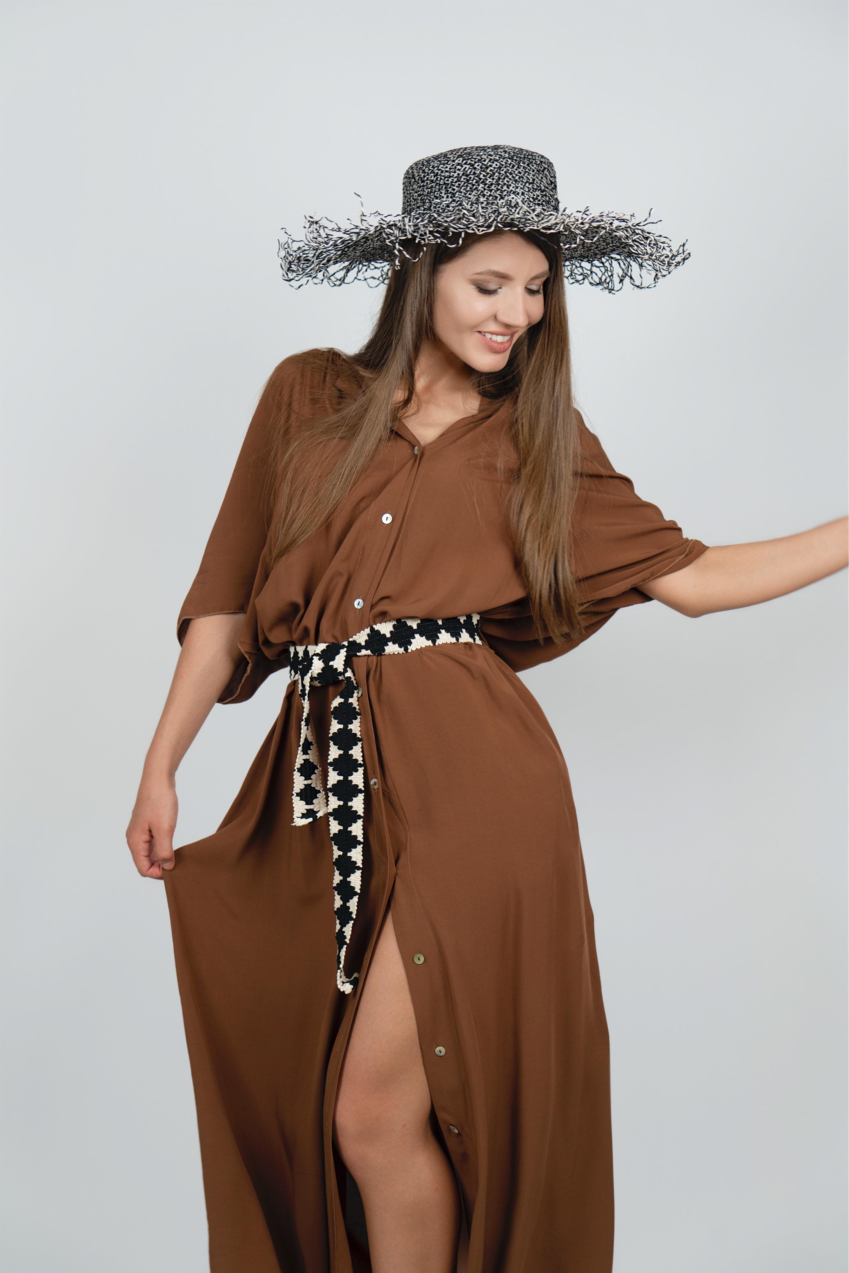Плетеная шляпа с широкими полями