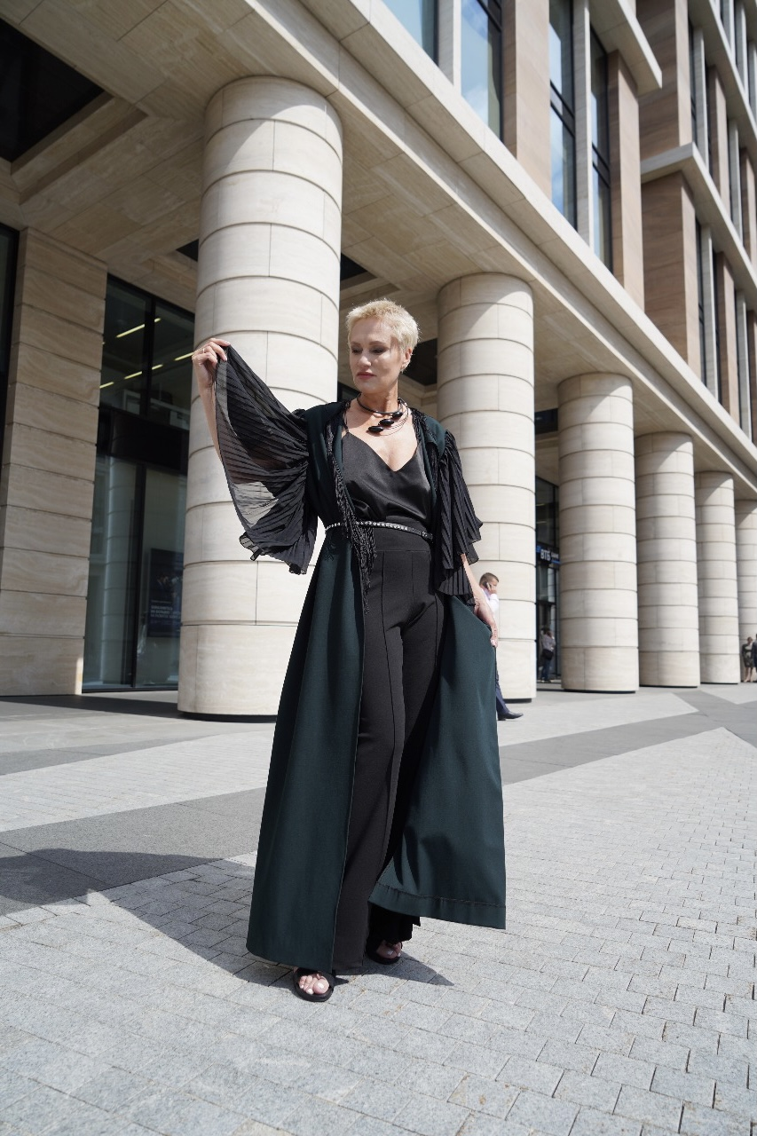 Платье-халат в пол с гофрированными, пышными рукавами