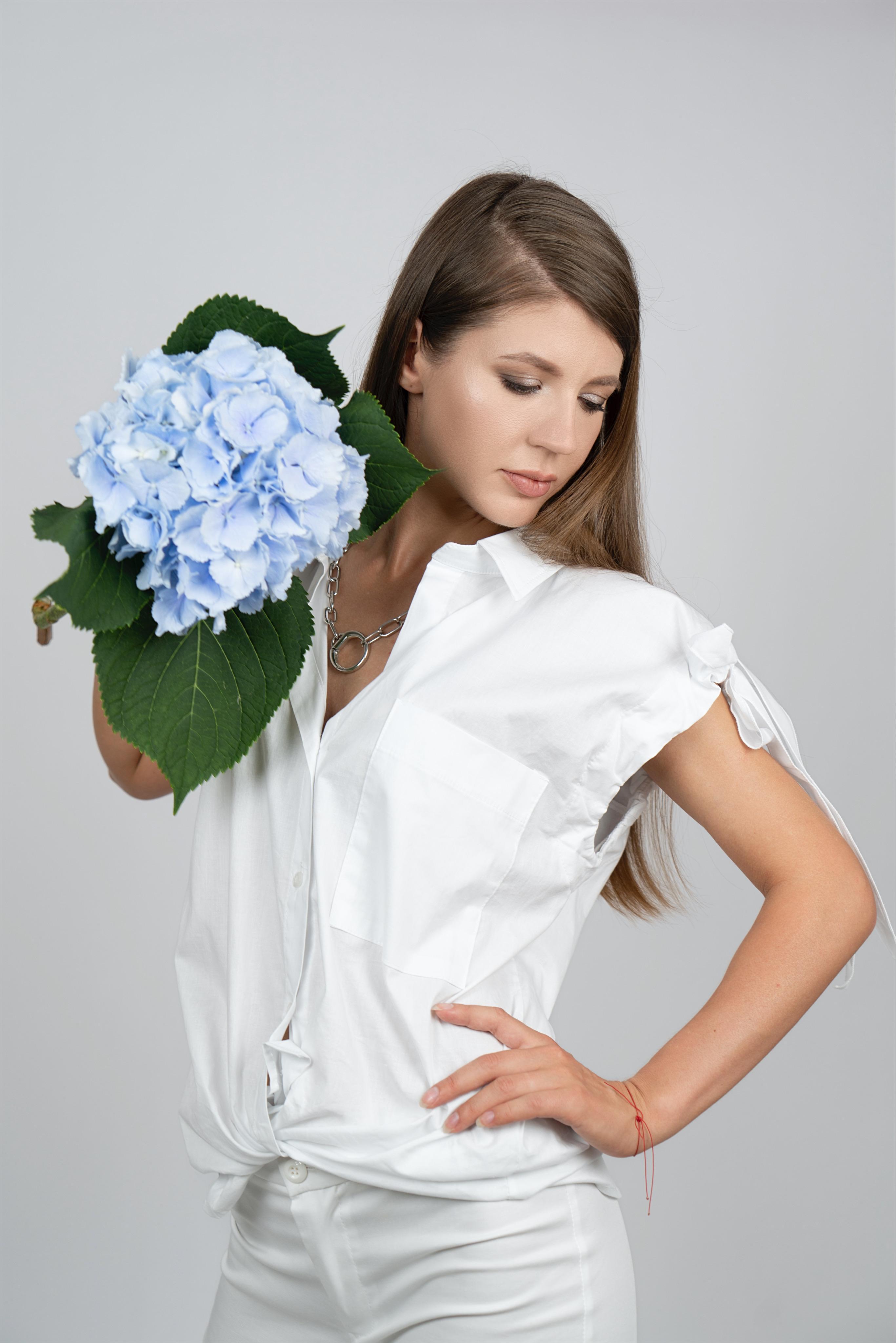 Белая блуза с укороченным рукавом с затяжками