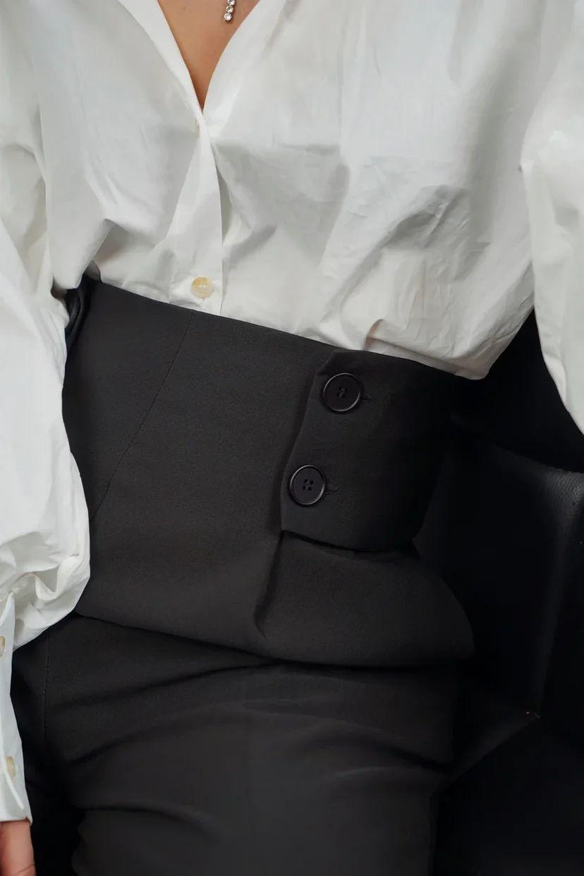 Чёрные брюки с высокой посадкой