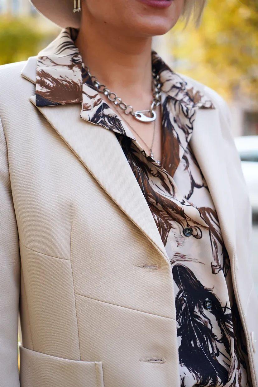 Блуза с монохромных принтом