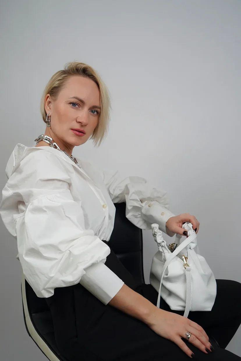 Белая рубашка с рукавами-буфами