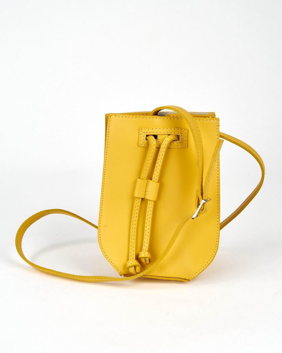 Сумочка-мешок с жестким каркасом желтая