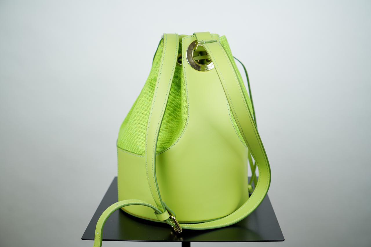 Сумка- мешок с жестким каркасом салатового цвета
