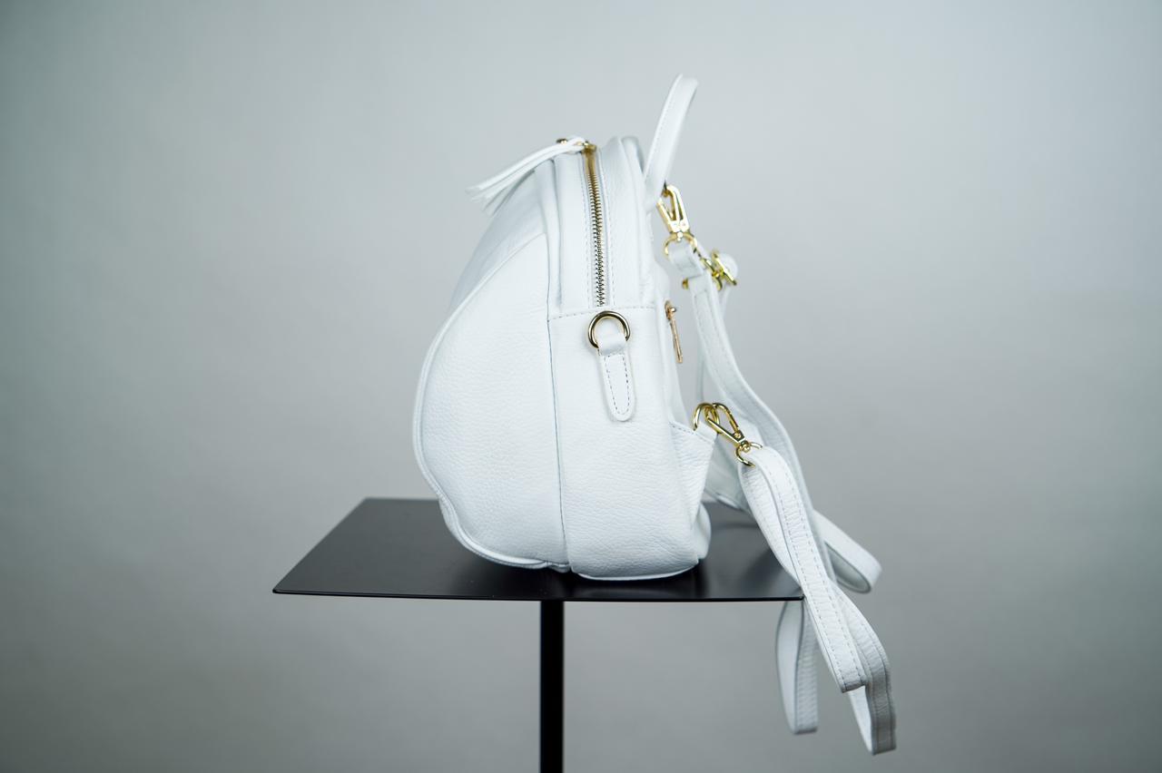 Миниатюрный, полукруглый  рюкзак со съемными ручками белого цвета